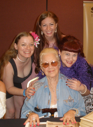 L-R: Divertida Divotchka, Femme Vivre LaRouge, Violet O'Hara, with legend Tammi True