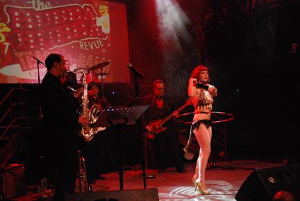 Los Shimmy Shakers live at Tease-O-Rama 2012 (Photo: Steven Lowe)