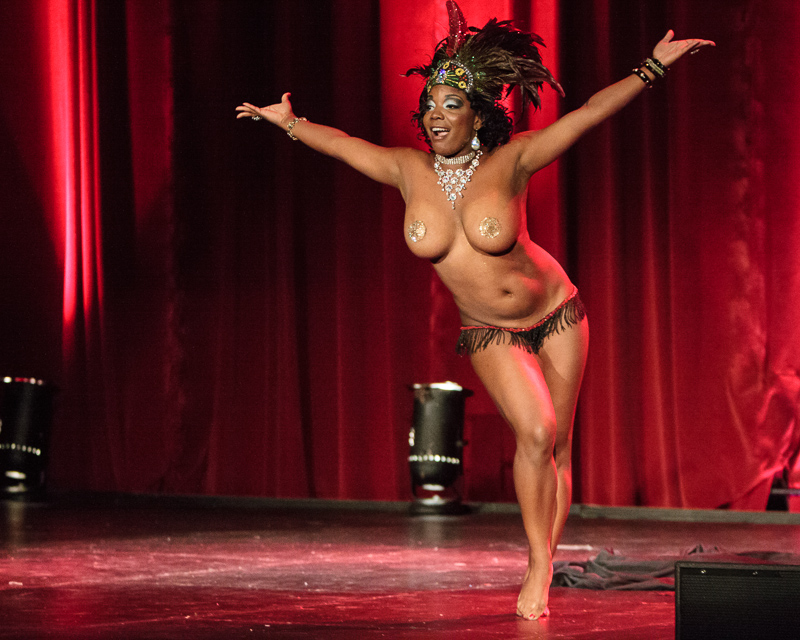 Perle Noire performs at Viva Dallas Burlesque